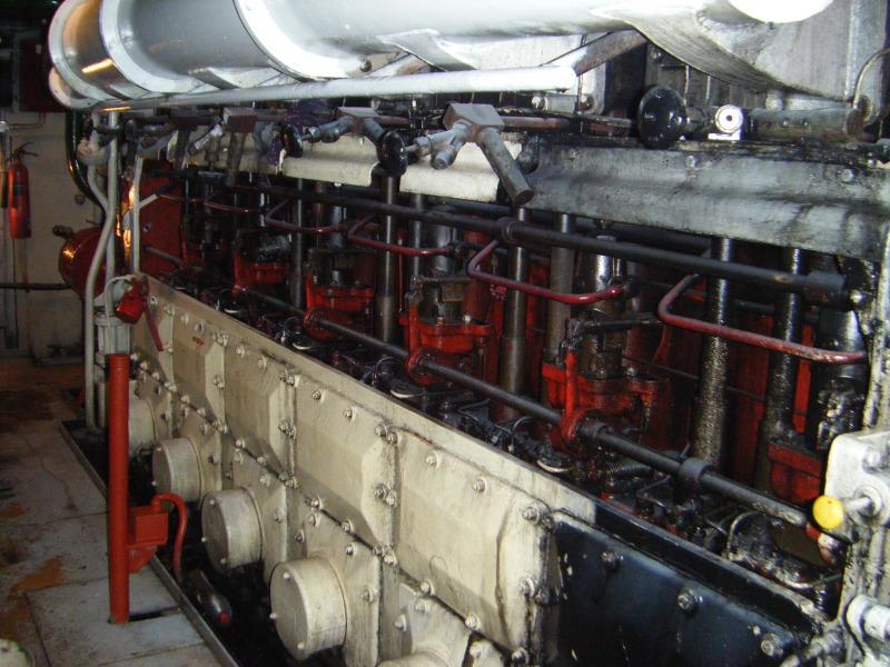 SP Tug 634 kW 1962 Built engroom7