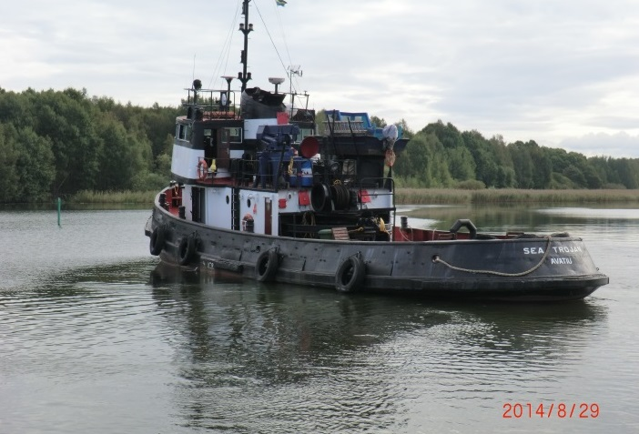 SP Tug 634 kW 1962 Built leaving port2-